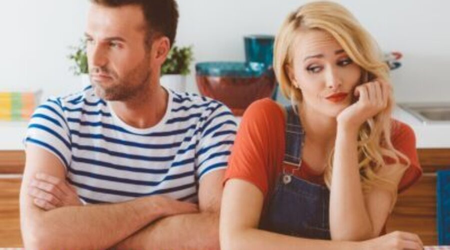 Signs That You Are In a Toxic Relationship: 7 Simple Ways To Deal With It